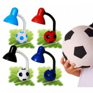 lampe de bureau enfant pour les gar ons et les filles mod le ballon de football d cor. Black Bedroom Furniture Sets. Home Design Ideas