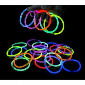 Lot de 15 Bracelet de couleur fluorescentes qui brillent à la lueur sombre DARK